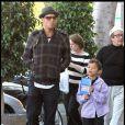 Justin Chambers et son fils Jackson sont allés louer une vidéo à Hancock Park à Los Angeles le21 novembre 2009