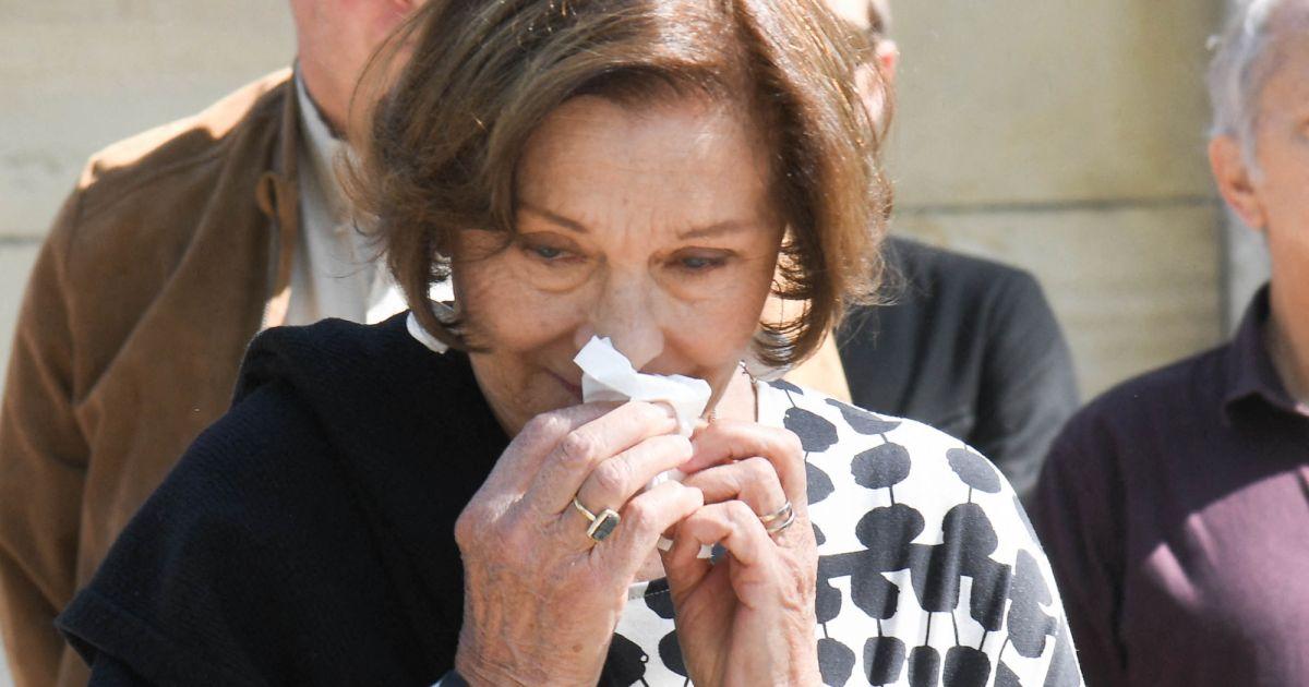 Macha Méril très émue : les larmes aux yeux devant la tombe de Michel Legrand