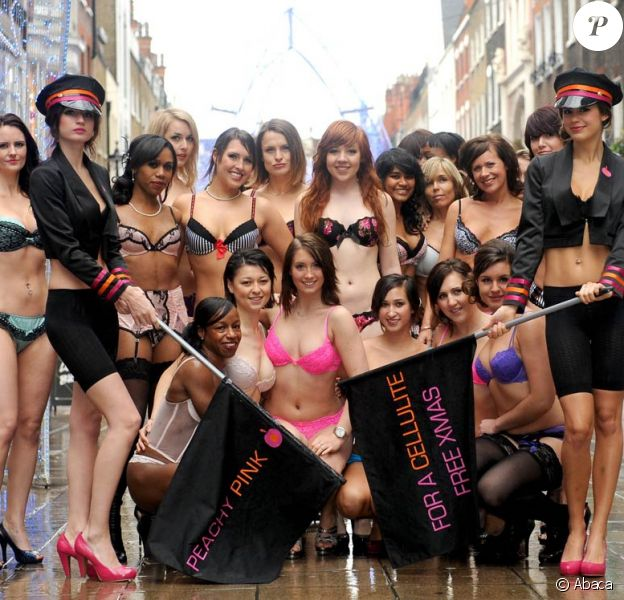 Promotion de la marque Peachy Pink à Londres, le 3 décembre 2009
