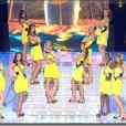 Les 12 premières Miss présentées au public sur le tableau  Brice de Nice  dans un décor tout en planches de surf !