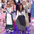Au retour de la première coupure pub, les Miss défilent en tenue traditionnelle de leurs régions respectives.
