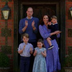 Le prince William, duc de Cambridge, Kate Middleton, duchesse de Cambridge et leurs enfants  le prince George, la princesse Charlotte et le prince Louis applaudissent les travailleurs indispensables pendant l'épidémie de coronavirus (COVID-19) le 23 avril 2020.