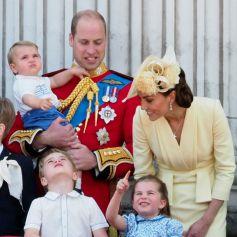 Le prince William et Kate Middleton, le prince George de Cambridge, la princesse Charlotte de Cambridge, le prince Louis de Cambridge au balcon du palais de Buckingham lors de la parade Trooping the Colour, célébrant le 93ème anniversaire de la reine Elisabeth II, Londres.