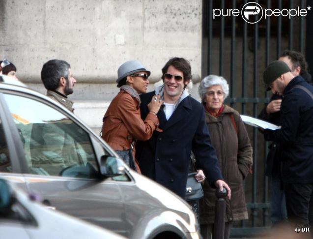 Sonia Rolland et Jalil Lespert se promènent en amoureux à Paris