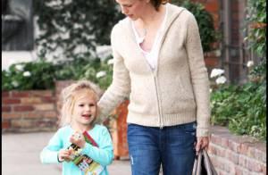 Jennifer Garner ne lâche pas son luxueux sac, tandis que sa fille Violet... prépare son entrée à la Maison Blanche !