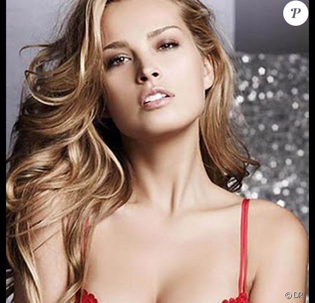 Petra Nemcova au summum de sa beauté pour promouvoir de la lingerie sexy...