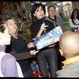 Rachida Dati distribue le Noël des enfants en sa mairie du VIIe
