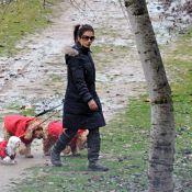 Monica Cruz : alors que Penélope est collée serrée à son amoureux... elle est seule avec ses chiens !