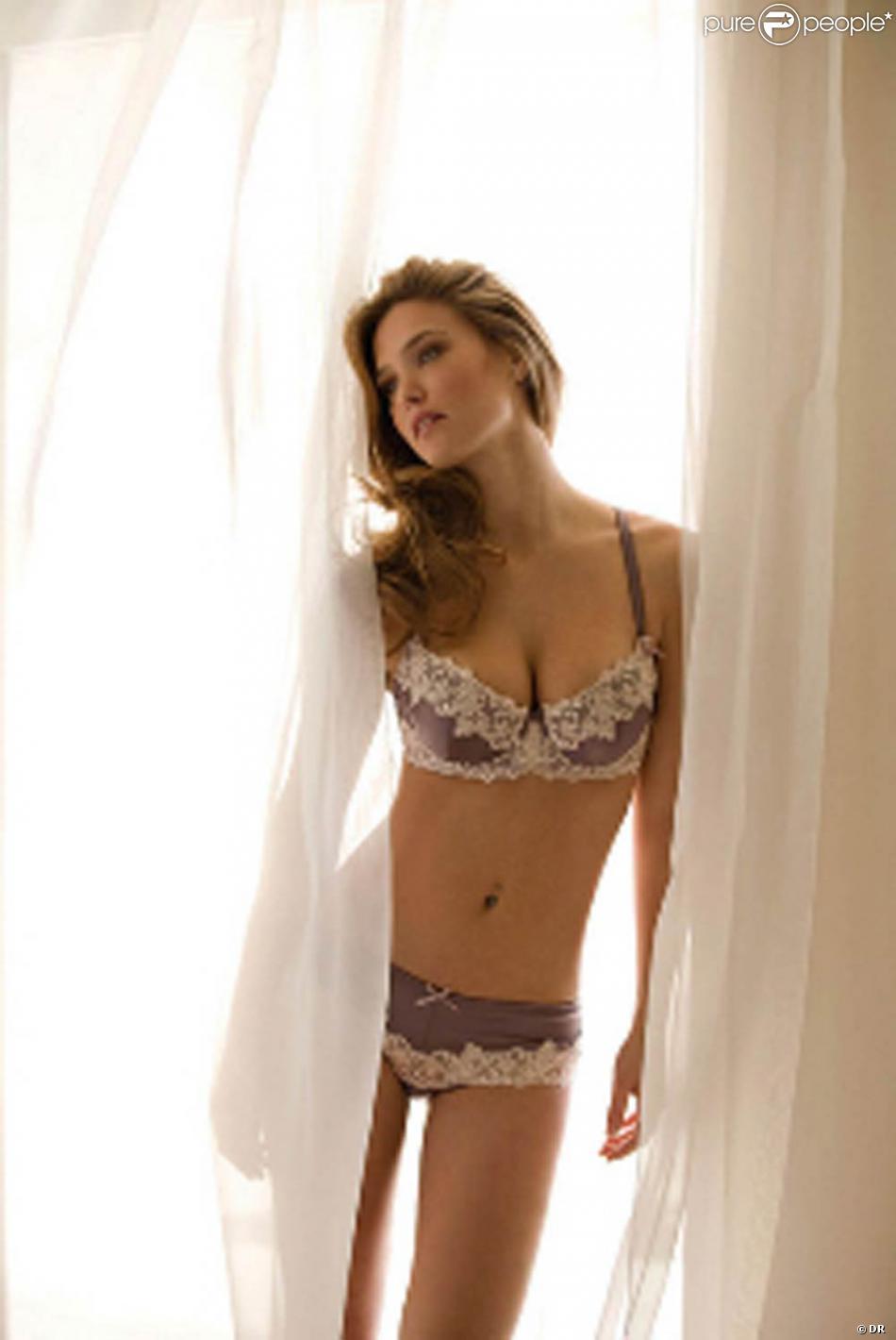 bb7fc5a37 La superbe Bar Refaeli pour la marque de lingerie Bonita de Mas ...