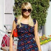 Paris Hilton : Toute pimpante, elle tente d'esquiver les photographes... En vain !