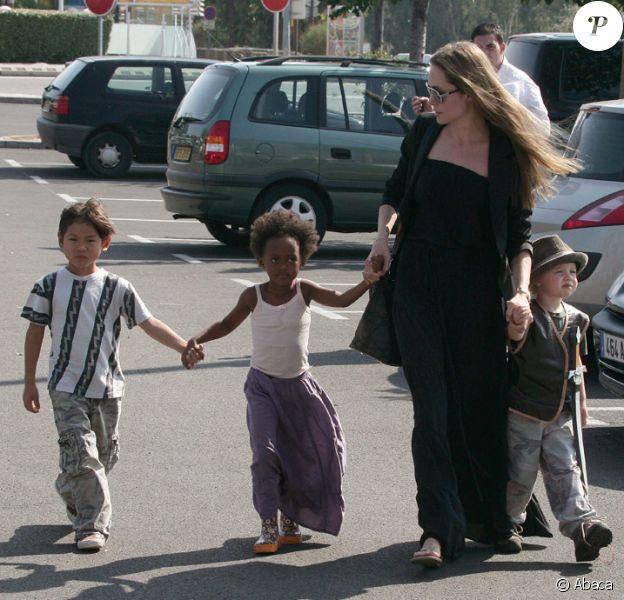 Angelina Jolie avec Pax, Zahara et Shiloh