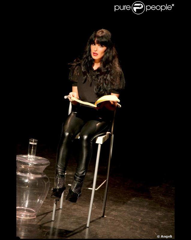 Jenifer lors de ses monologues du vagin à Bourg-lès-Valence en novembre 2009