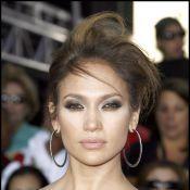 Quand la glamour Jennifer Lopez se transforme... en serveuse ! Vous allez adorer !