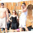 Leonardo DiCaprio et Bar Refaeli au Mexique profitent d'un bain de soleil dans leur propriété avec leurs amis Cindy Crawford et Kid Rock.