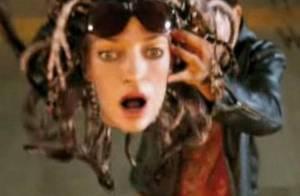 Regardez Uma Thurman perdre totalement la tête... face à Rosario Dawson et Pierce Brosnan !