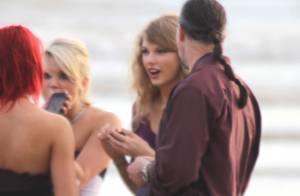 Taylor Swift : Boucle d'Or se la joue... collée-serrée sur la plage !