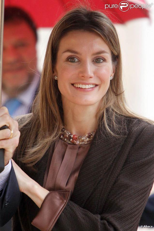 La princesse Letizia d'Espagne lors de la présentation par le prince de Girone de sa fondation à Séville le 12 février 2010