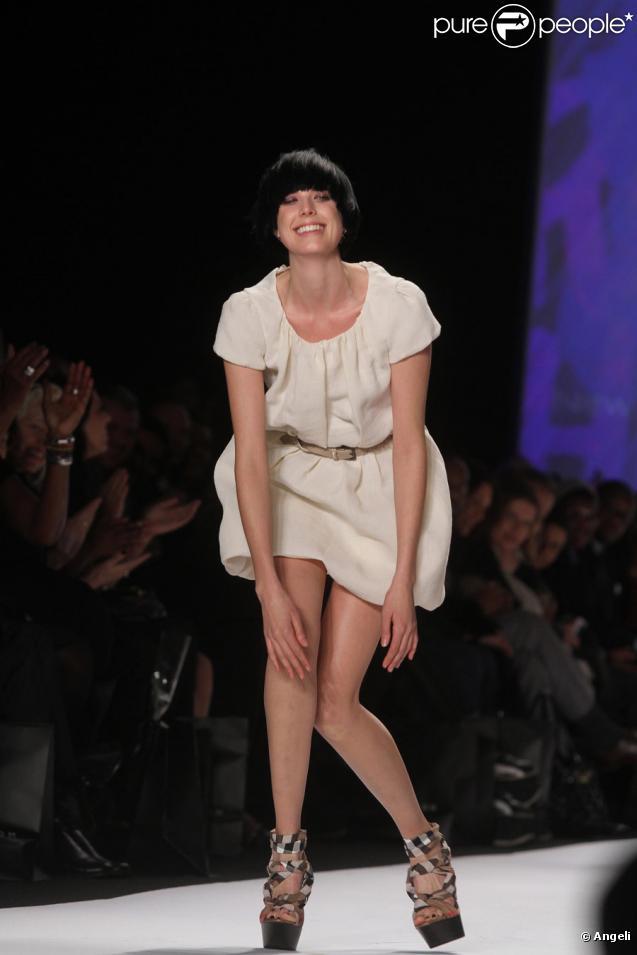 Agyness Deyn lors du défilé Fashion For Relief Haiti, New York, le 12/02/10