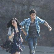 Joe Jonas, éperdument amoureux de la ravissante Demi Lovato... sur une plage paradisiaque !