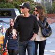 """""""Kate Beckinsale, son mari Len Wiseman, et sa fille Lily, sont de sortie à Santa Monica, le samedi 20 février, pour une virée shopping en famille."""""""