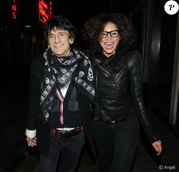 Ronnie Wood et sa nouvelle petite amie, la ravissante Ana Araujo, à Londres, le 19 février 2010 !
