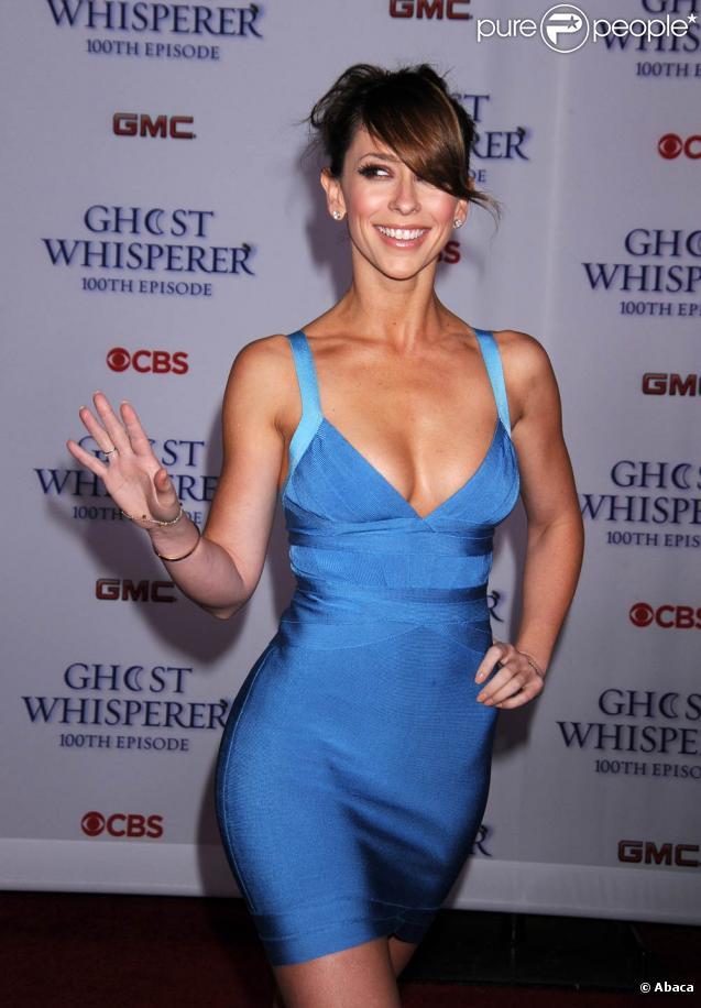 Jennifer Love Hewitt lors de la soirée donnée à l'occasion de la diffusion du centième épisode de  Ghost Whisperer