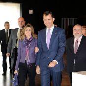Letizia d'Espagne, magnifique en violet dégaine son plus bel accessoire... son époux !