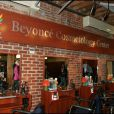 Beyoncé Knowles inaugure un centre de cosmétologie à NYC (5 mars 2010)