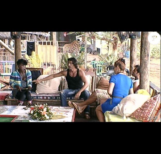 Greg, Surya, Kelly et David ne comprennent pas le comportement de Hermine