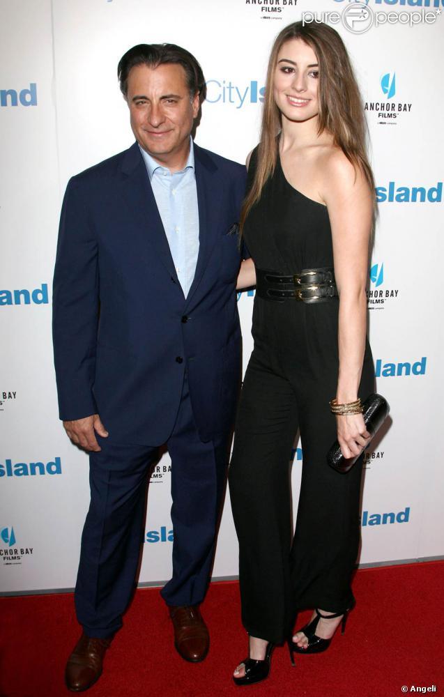 Andy Garcia et sa charmante fille Dominik Garcia-Lorido, à l'occasion de l'avant-première de City Island, au Landmarck Theatre de Westwood, à Los Angeles, le 15 mars 2010.