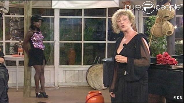 Claudette fait son show en reprenant L'accordéoniste d'Edith Piaf et bien entendu S'il suffisait qu'on s'aime de sa soeur Céline Dion