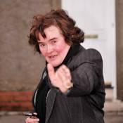 Susan Boyle vous fait visiter son quartier... Ca vaut le coup de prendre l'avion ? Pas sûr !