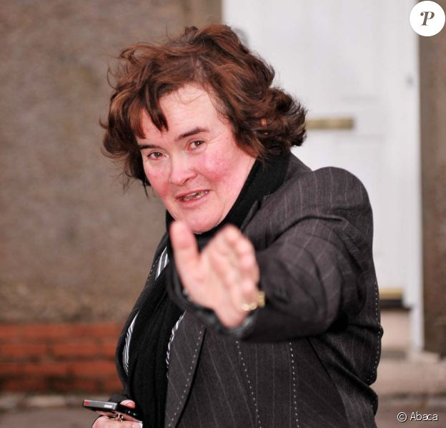 Susan Boyle dans les rues de son village, Blackburn, le 17 mars 2010 !