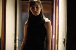Regardez Louise Bourgoin nous parler de son rôle de femme fatale face à François Cluzet !