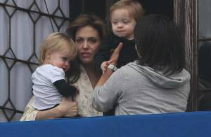 Angelina Jolie se montre enfin avec Knox et Vivienne : on sait désormais qui est qui, du côté des jumeaux !