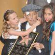 Dennis Hopper, très affaibli par un cancer de la prostate en phase terminale, s'est malgré tout déplacé pour découvrir son étoile sur Hollywood Boulevard...
