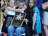 Dennis Hopper : Ravagé par le cancer et éreinté par son divorce, il retrouve le sourire avec sa fillette et ses amis...