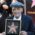 Très affaibli par le cancer mais souriant et épaulé par sa fillette, Galen, Dennis Hopper recevait son étoile sur Hollywood Boulevard le 26 mars 2010, et s'est exprimé...