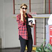 Eva Mendes : La belle tente le no-look et réussit son coup !