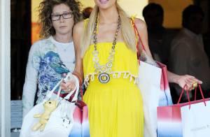 Paris Hilton : en pikachu inoffensif le jour, en femme fatale au décolleté sexy la nuit... Elle a plus d'un tour dans son sac !
