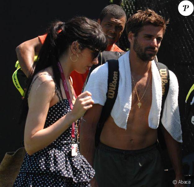 Nolwenn Leroy parcourt volontiers le monde pour encourager son chéri Arnaud Clément : fin mars, elle le suivait, associé à Tsonga en double à Miami !