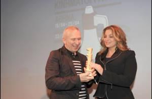 Jean-Paul Gaultier a reçu un prestigieux prix entouré de Farida Khelfa, Nikos Aliagas, Nana Mouskouri et Jane Birkin !
