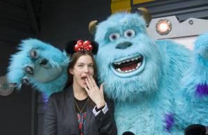 Liv Tyler : De passage à Disneyland Paris, elle s'offre un fou rire... avec son fils !