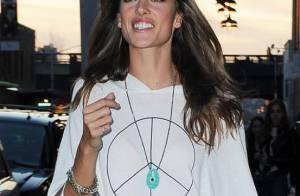 Alessandra Ambrosio : La jeune maman travaille... comme une forcenée !