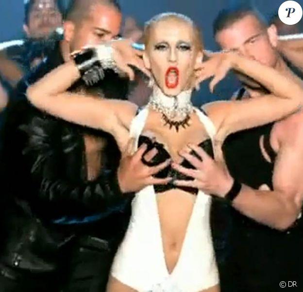 Dans le clip de Not myself tonight, Christina Aguilera, très sexuelle, ne s'interdit aucune provocation et surfe sur des codes qui ont fait la gloire de Madonna et Lady Gaga