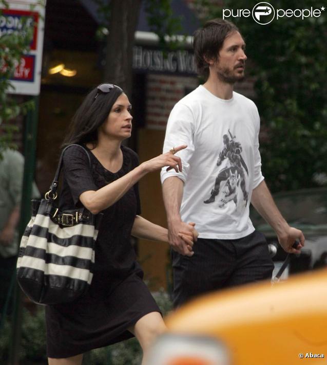 Famke Janssen et son boyfriend Cole Frates à New York, le 1er mai 2010