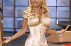 PHOTOS : Pamela Anderson est l'assistante la plus sexy de la planète !