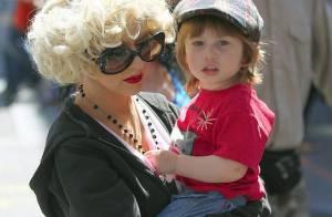 Christina Aguilera : maman poule en tongs... ou femme fatale dévergondée !