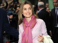 Letizia d'Espagne et son charme poudré, accompagnée de son Felipe... Tous unis autour du roi Juan Carlos !