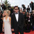 Russell Crowe et sa femme Danielle Spencer lors de la première du film Robin Hood de Ridley Scott, à l'occasion du 63ème Festival de Cannes, le 12 mai 2010